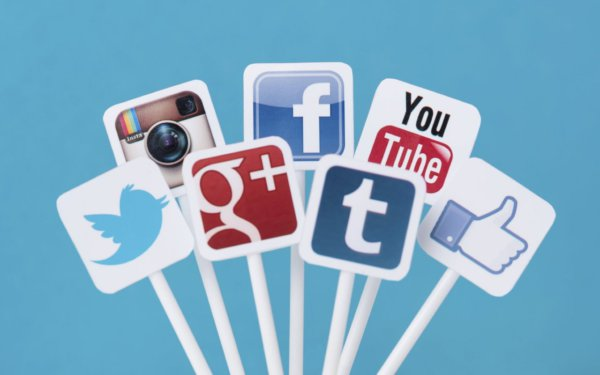 social-media-icons-network-blue-background-1280x800